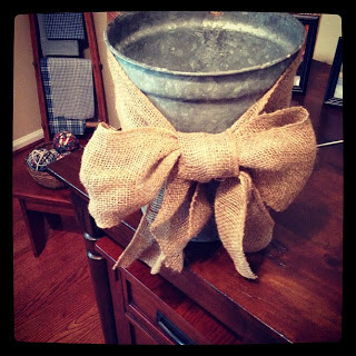 Simple Crafts Anyone Can Do: Galvanized Bucket with Bow