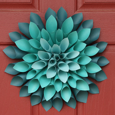 Simple Crafts Anyone Can Do: Paper Dahlia