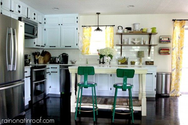 Cottage Kitchen - Home Tours @ItsOverflowing