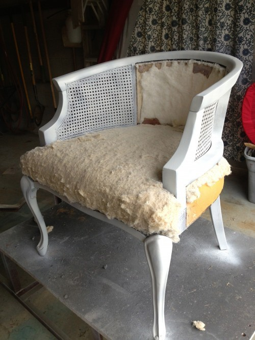 Spray Paint a Cane Chair {rainonatinroof.com}