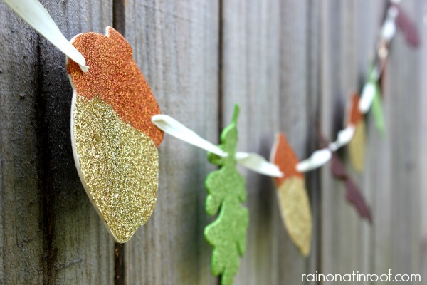 Fall Garland {rainonatinroof.com} #fall #fallgarland #glitter