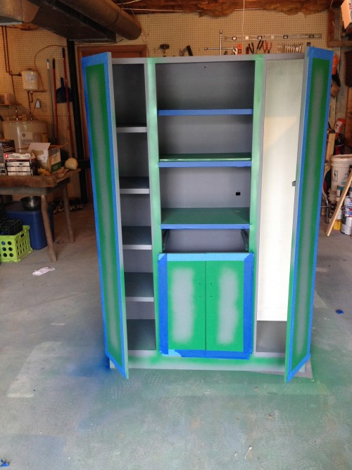 Metal Cabinet Makeover {rainonatinroof.com} #metalcabinet #makeover #roadsiderescue