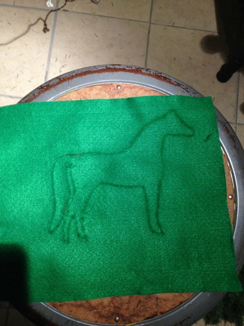 DIY Horse Silhouette Pillow via rainonatinroof.com #silhouette #horsepillow