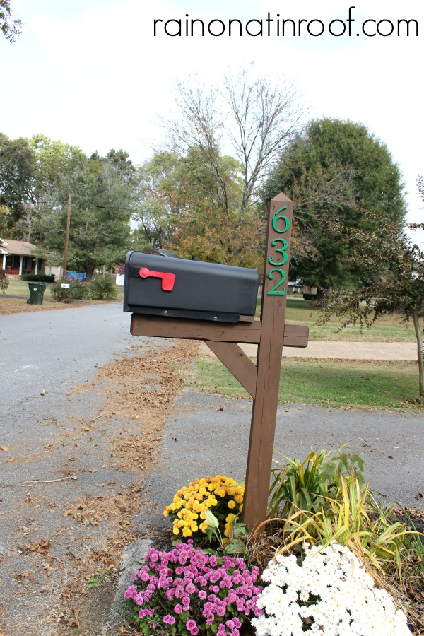 Mailbox Makeover in less than an hour {rainonatinroof.com} #mailbox #makeover #thompsons