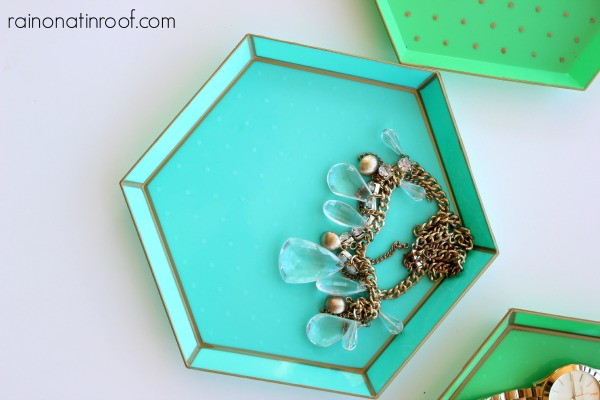 Target Hack Dollar Spot Trays via rainonatinroof.com #targethack #diytray