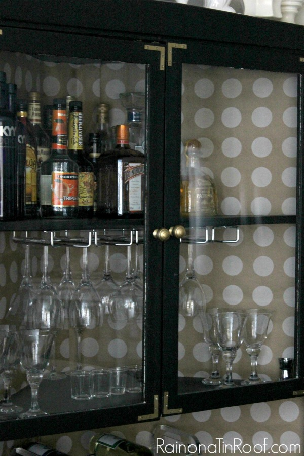 $15 Hutch Makeover via RainonaTinRoof.com #makeover