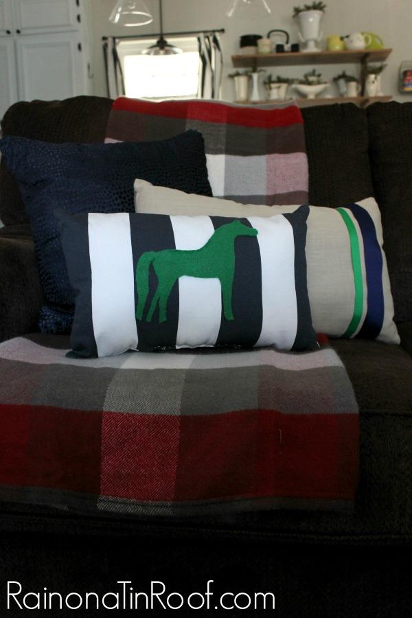 No-Sew Color Block Pillows {Trash to Treasure}