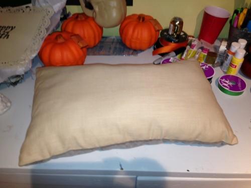 No-Sew Color Block Pillows via RainonaTinRoof.com #nosew #diy #pillow #trashtotreasure