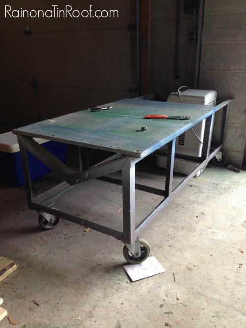 Industrial diy coffee table via rainonatinroof com diycoffeetable