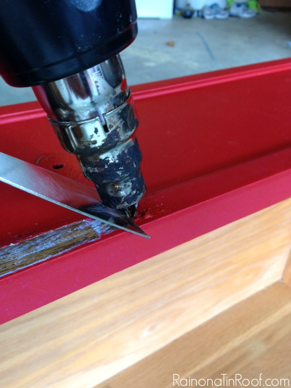 Removing paint from wood with a heat gun - the least messiest way to do it. How to Strip Furniture
