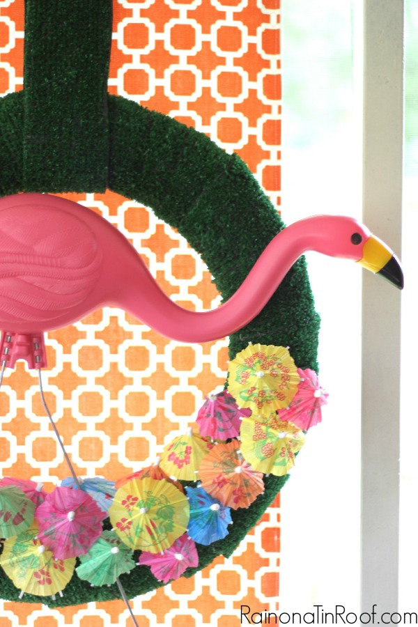 How fun is this pink flamingo wreath???