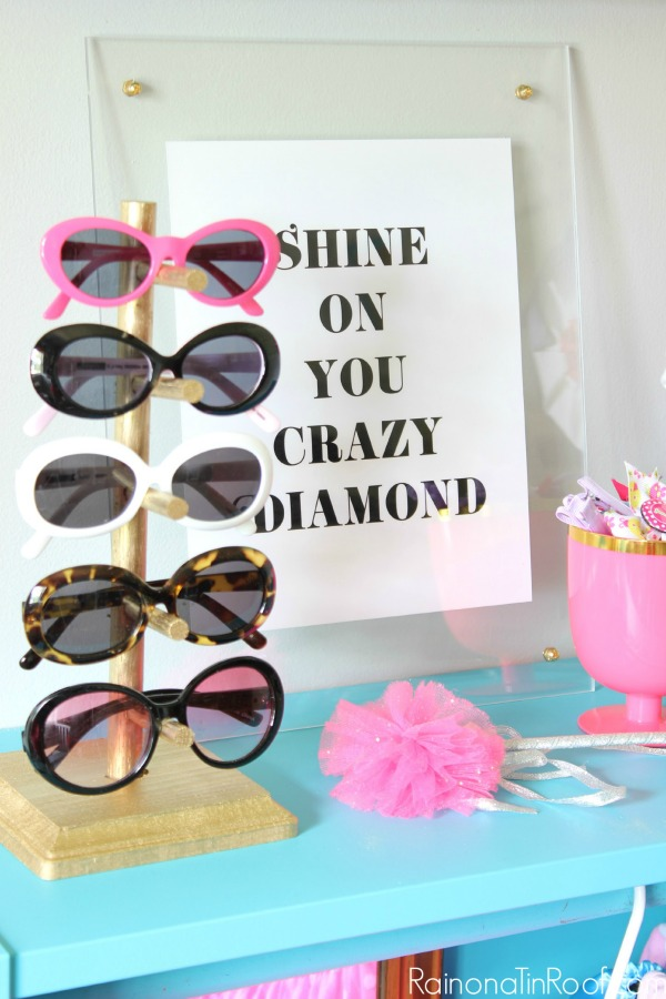 DIY Sunglasses Holder / DIY Lucite Frame / DIY Dress Up Closet