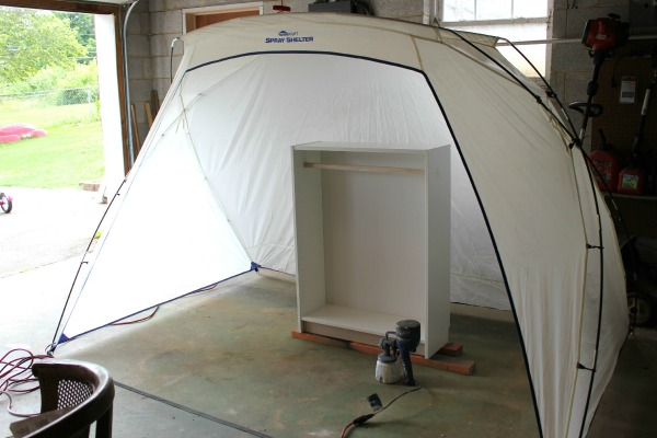HomeRight Paint Shelter for when using a paint sprayer - keeps overspray contained.