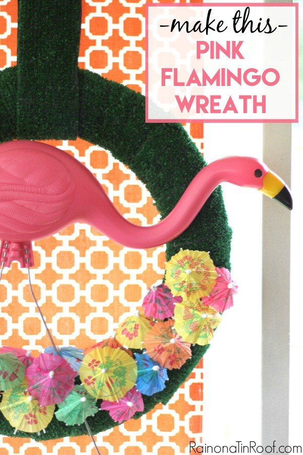 This is PERFECT for summer!! This pink flamingo wreath must grace my porch ASAP!