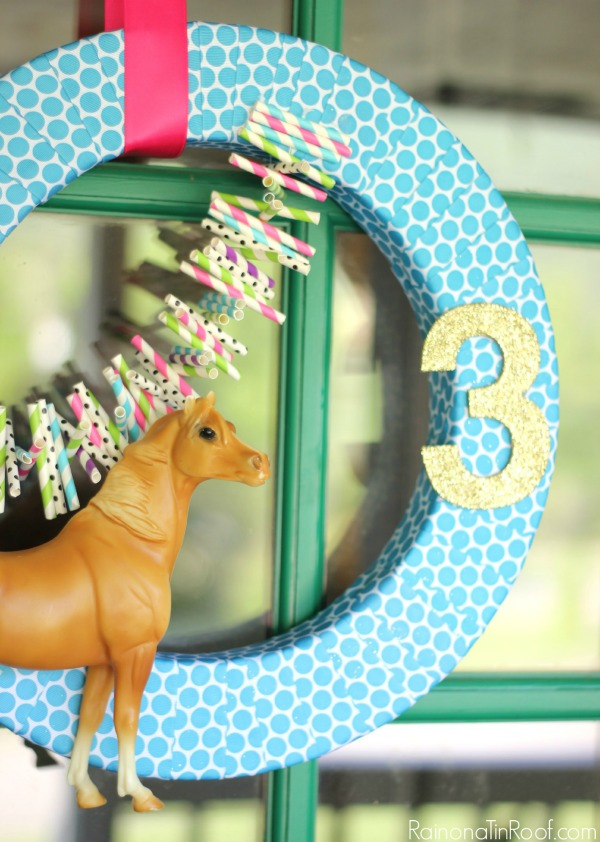 Horse Birthday Party / DIY Horse Wreath / DIY Party Decor / Horse Birthday Party Wreath