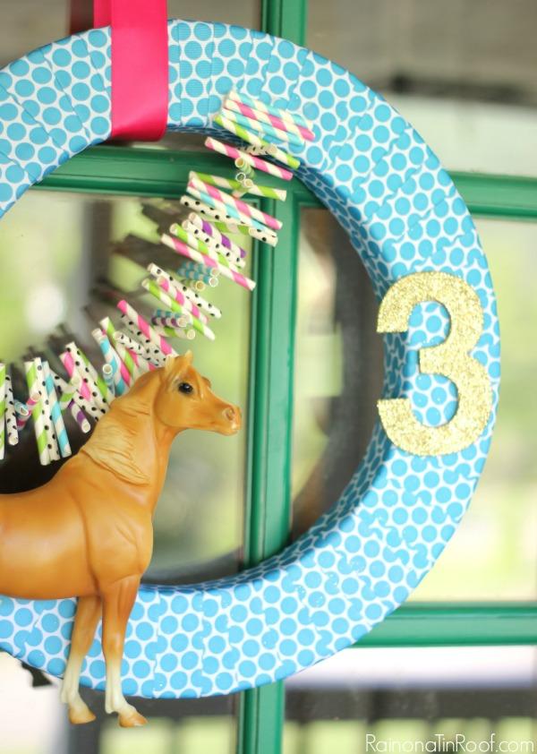 Horse Birthday Party / DIY Horse Wreath / DIY Party Decor / Horse Birthday Party Wreath