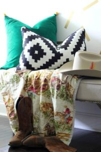 Fall Home Tour / The Entryway / Kelly Green, Black and White accents / Cowboy Accents