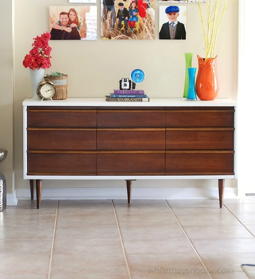 Painted & Stained Furniture Projects with a HomeRight Finish Max / Furniture Makeovers / Midcentury Modern Dresser Makeover