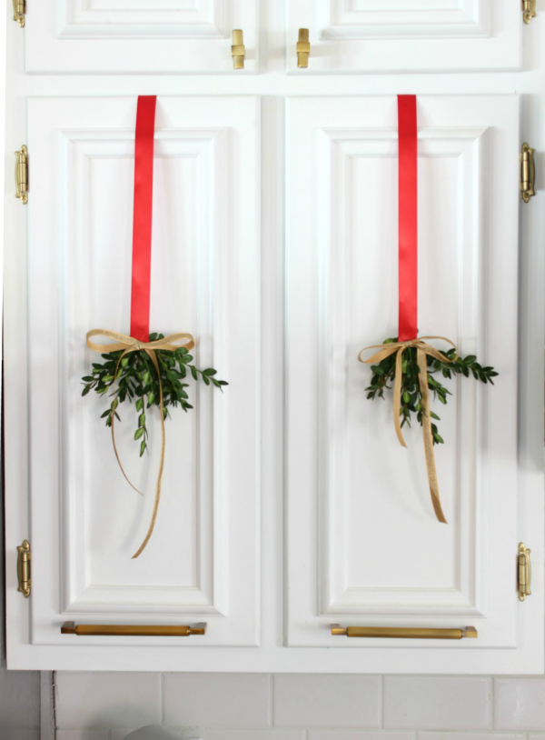 The Kitchen: Christmas Home Tour / Holiday Decorating / Christmas Decorating / Holiday Decor / Christmas Decor