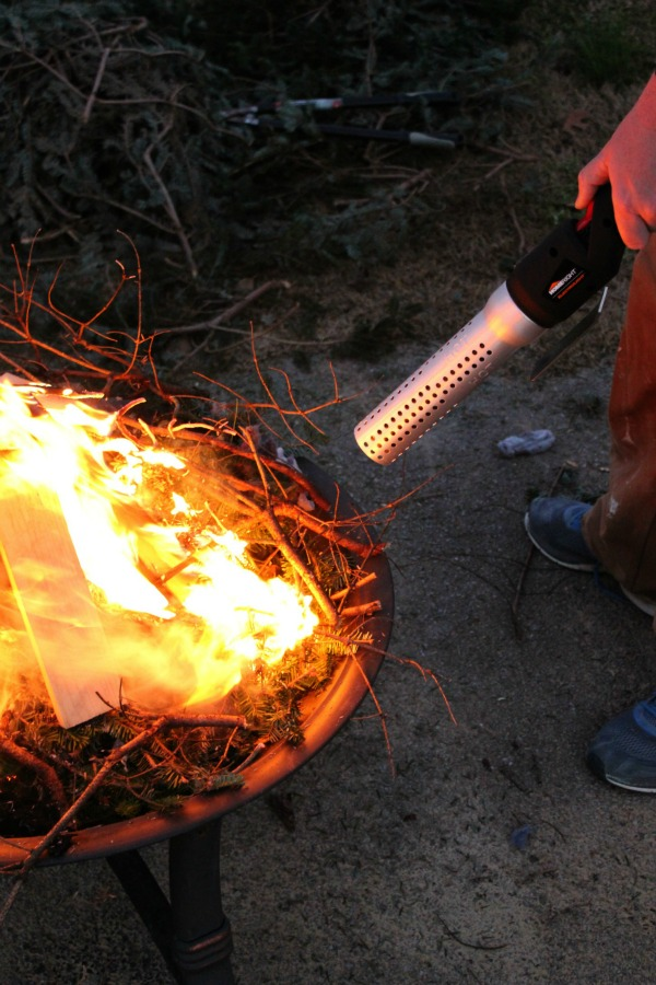 How to Start a Fire FAST - takes 2-3 minutes and not a single match is required! You won't believe this!!