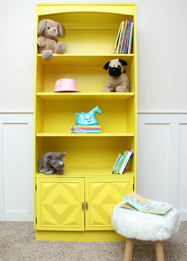 She used a paint sprayer to paint this piece of furniture and it looks so simple! Yellow Bookshelf Makeover | Furniture Makeover | Furniture Painting