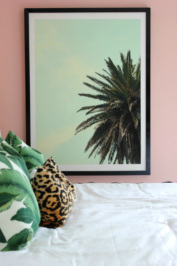 Well Traveled Master Bedroom Makeover Reveal - DO NOT miss this master bedroom! It combines bold black and white, a touch of green, pink and a dash of Palm Beach! STUNNING! Lots of great DIY project ideas for bedrooms in this article! DIY Huge Ass Picture Frame / Palm Beach Design / Palm Leaves Decor / Banana Leaves Decor / Huge Palm Tree Art
