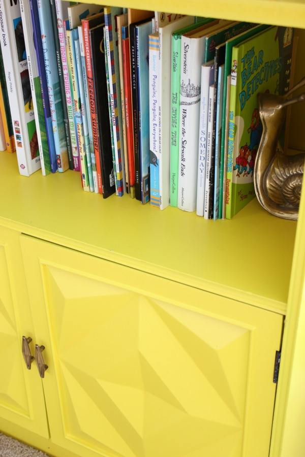 Such a perfect kid's room - not too babyish, but not too grown up. Will grow well with the child! LOVE all the color! A must-see! The 70's Landing Pad Home Tour, Part 2: The Circus' Room | Kid's Bedroom Ideas | Yellow Bookshelf