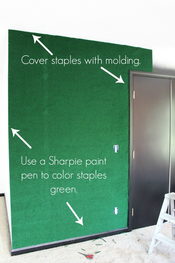 What a great idea! The carpet brings a whole other element to the space! Easy and cheap to do as well! DIY Green Carpet Covered Wall   Palm Beach Design Style   Palm Springs Design Style   Astroturf Covered Wall