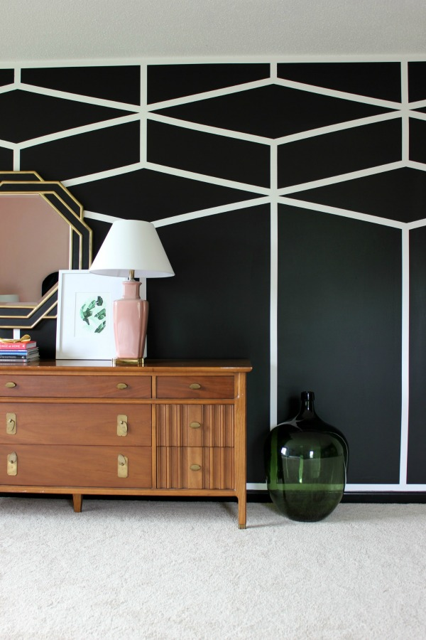 DIY Black and White Diamond Feature Wall - just stunning!