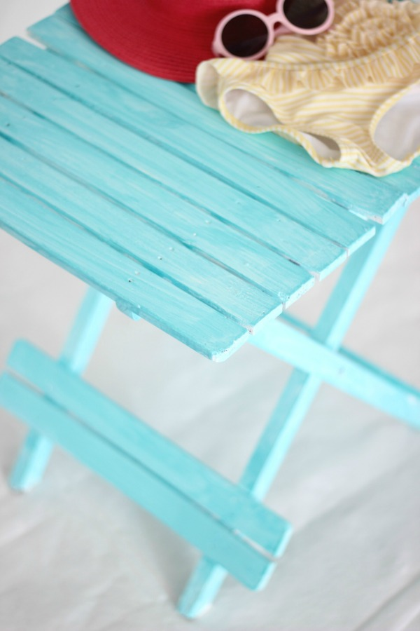 Oh my goodness! If you love the beachy washed out look in home decor, then you have to see this! It's so easy! How to Create a Beachy Colored Look with Paint | Beach Decorating | Nautical Decor | Ocean Living | Beach Living | Aqua | Furniture Makeover