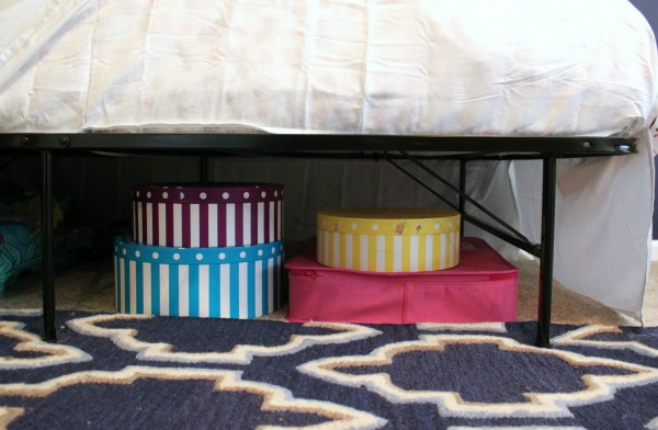 5 Simple Storage and Organization Ideas that are Life-Changing - how to maximize under-bed storage! More great ideas in the post!