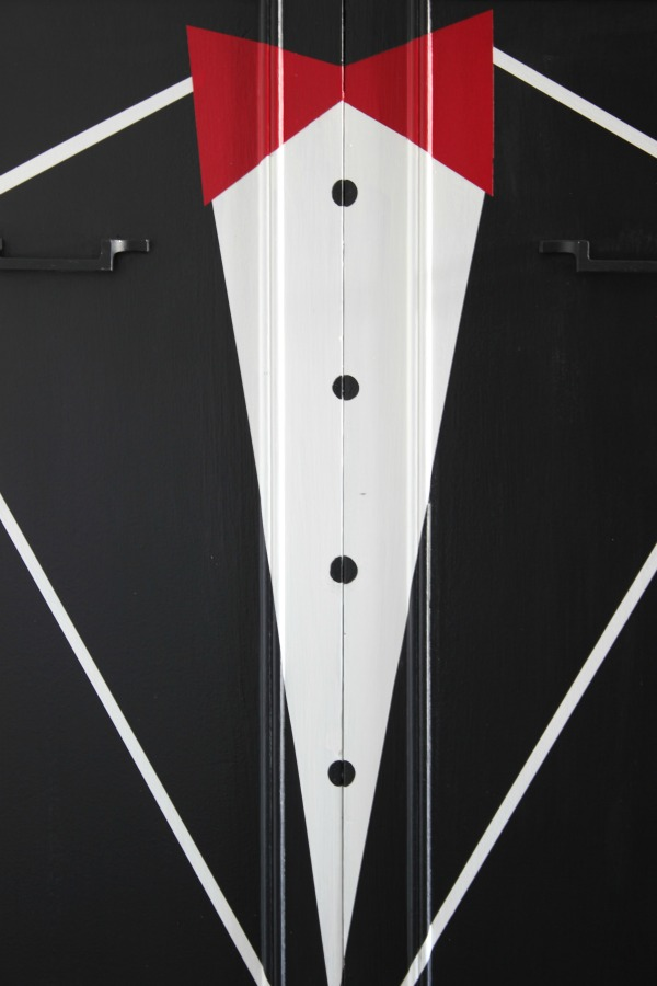 DIY Tuxedo Bar | Learn how to paint a bar front or any piece of furniture with a mostly flat front to look like a tuxedo jacket. Awesome idea for your next furniture painting project!