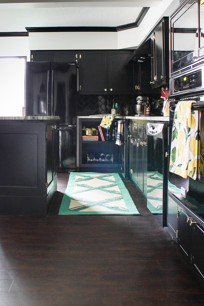 Love a high-end kitchen, but have a low budget? Look at this black, white and brass kitchen remodel for ideas on how to get that kitchen of your dreams.