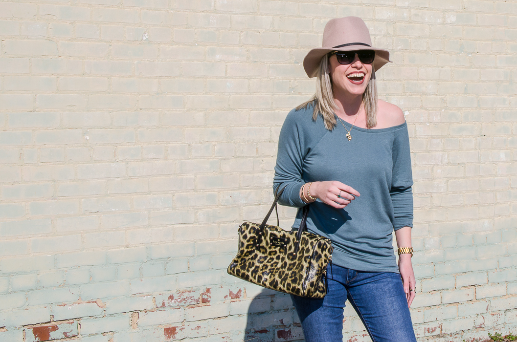 Slouchy Chic | Slouchy Sweatshirt Outfit | Slouchy Sweatshirt Off Shoulders | Fedora Hat Outfit for Spring and Fall | Fedora Hat Women