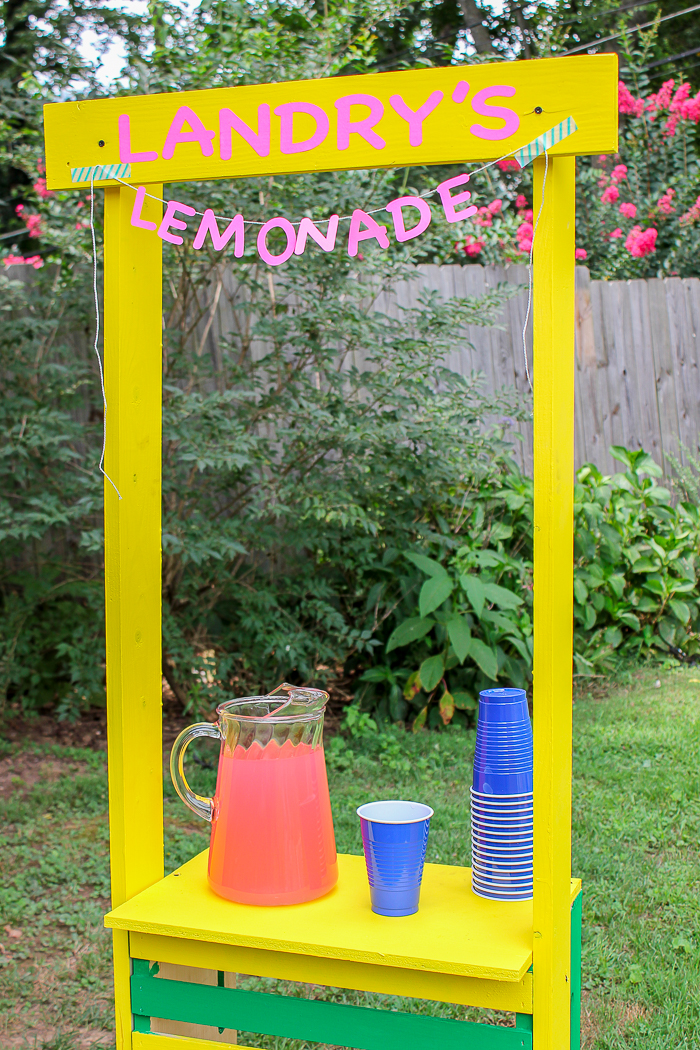 Easy DIY Lemonade Stand - use this tutorial to make a simple lemonade stand for kids!