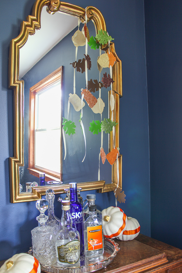 Simple Fall Decor Ideas for the Home - decorating the dining room for fall.