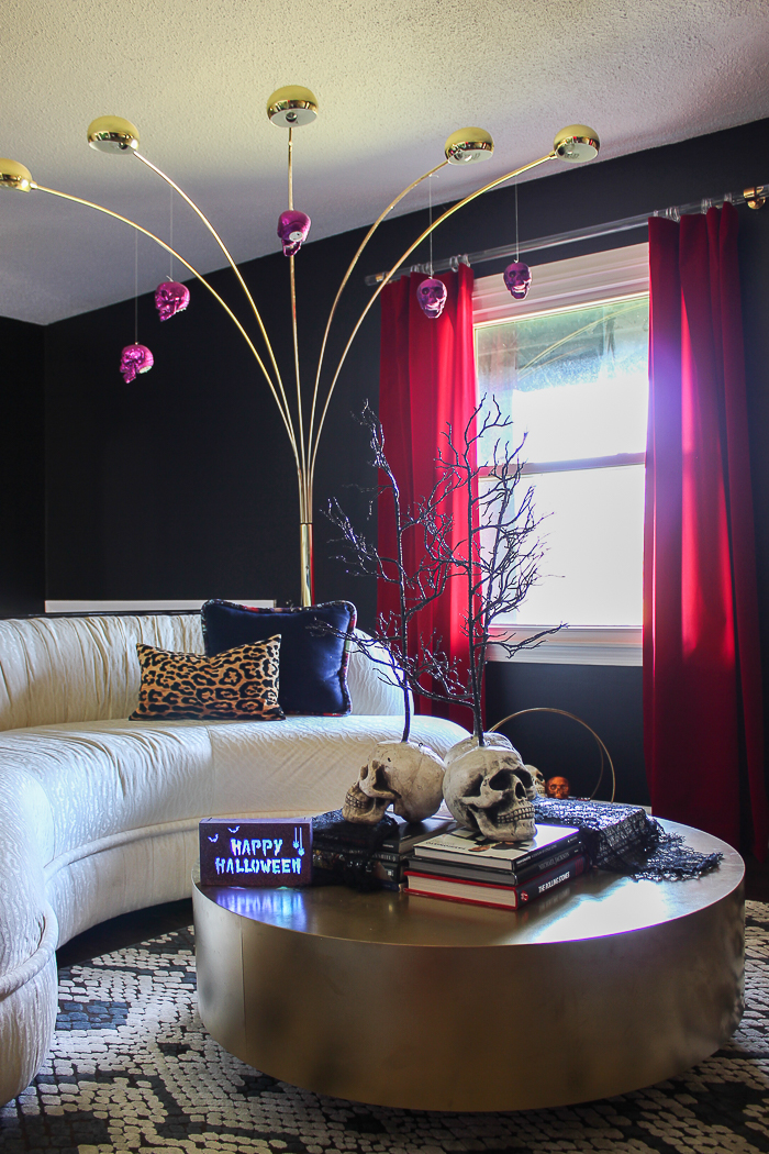 A home eerily decorated for Halloween with lots of easy and affordable halloween decorations. #halloween #halloweendecor
