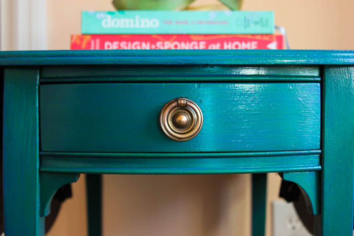 Easy furniture painting technique - create a Caribbean Blue finish by layering colored glazes.