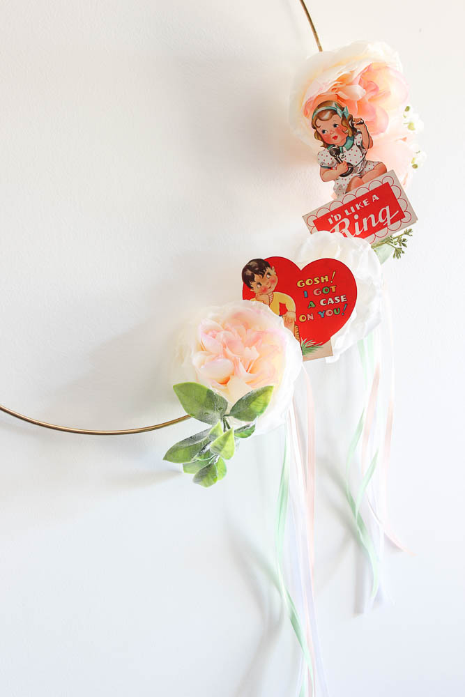 Simple valentine decoration - a wreath you can make in under 10 minutes using printable vintage valentines.