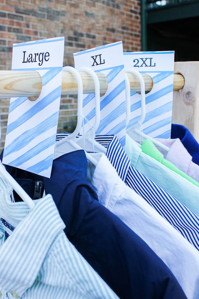 Free Printable Size Dividers -Great for yard sales! A great idea for organizing clothing at your next yard sale.