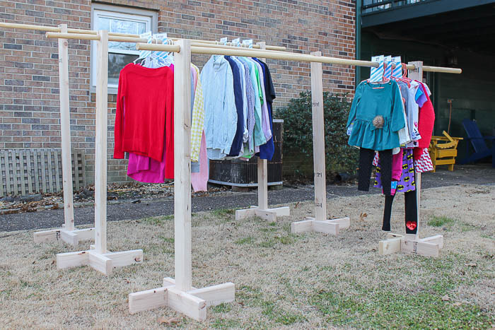 DIY Clothes Racks from 2x4s and Free Printable Size Dividers - a great idea for yard sales.