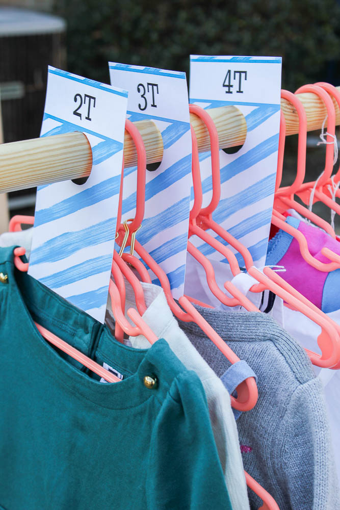 Free Printable Size Dividers - good for baby closets and yard sales! A great idea for organizing clothing at your next yard sale.