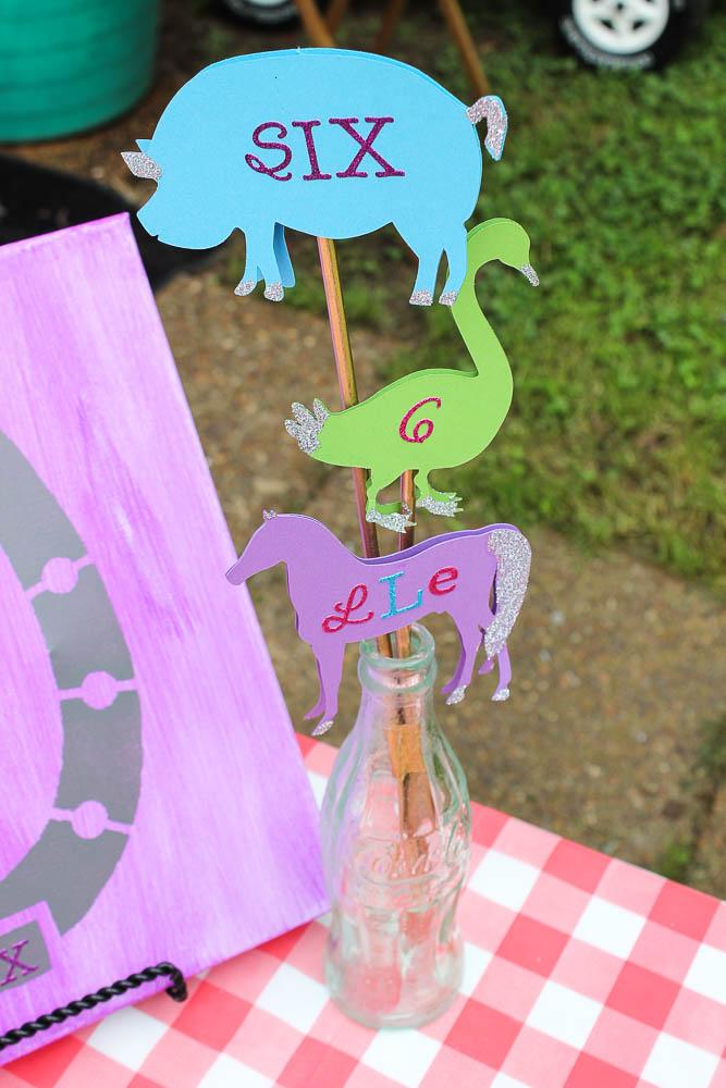 Farm Birthday Party Ideas - Table Decorations