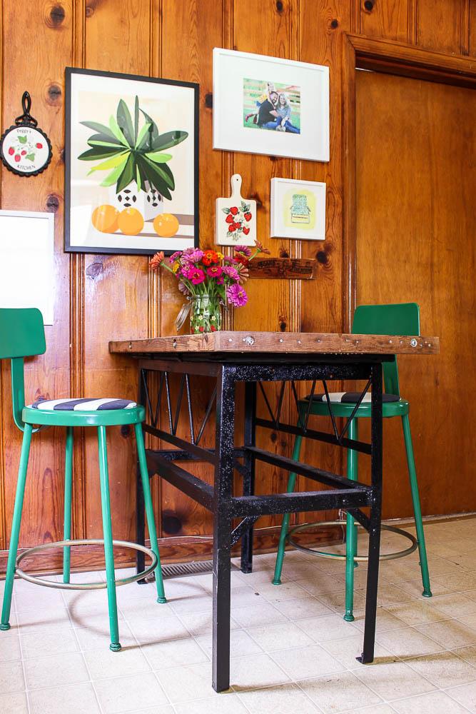Decorating a Knotty Pine Kitchen